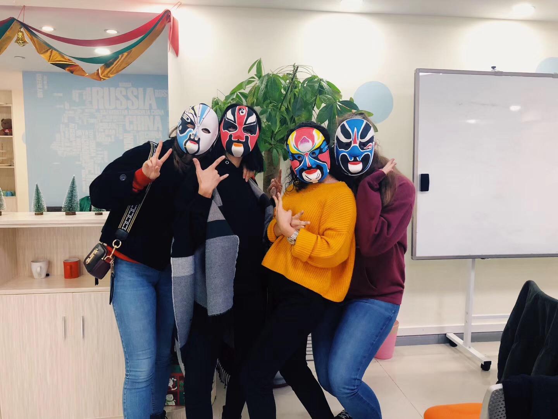 Homestay tutors painting Peking opera masks in Shenzhen